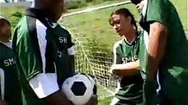 Video Ella quiere jugar al futbol