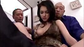 Hot Girl Getting Pussy Fingered Licked Stimulated With Vibrator By Guys On The Bed